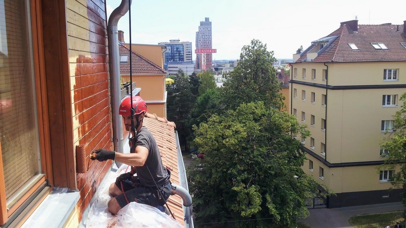 Provádíme nátěry střech, nátěry fasád, atd..
