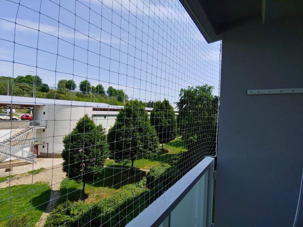 Montáž sítí a hrotů proti holubům – Brno
