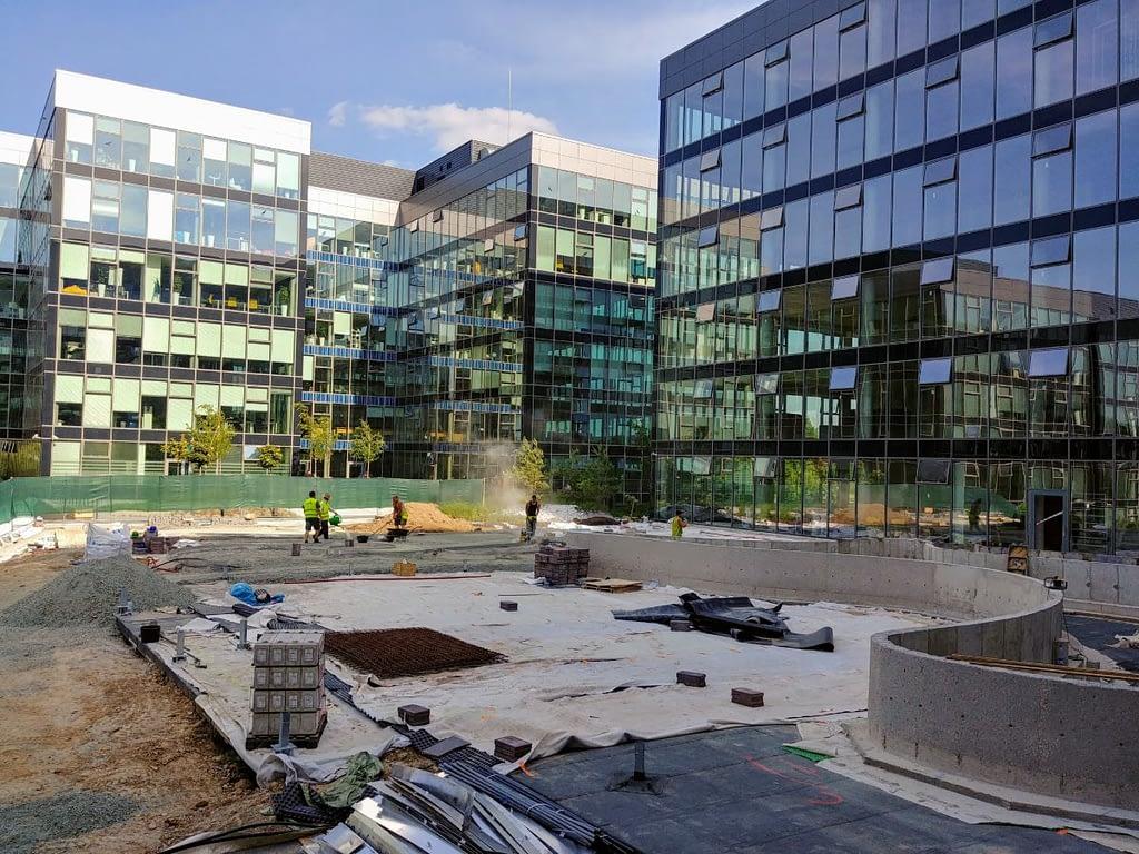 Výškové mytí oken Campus Square – Brno